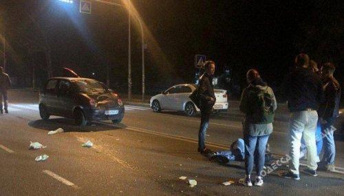 На пешеходном переходе в Одессе сбили мужчину (фото)