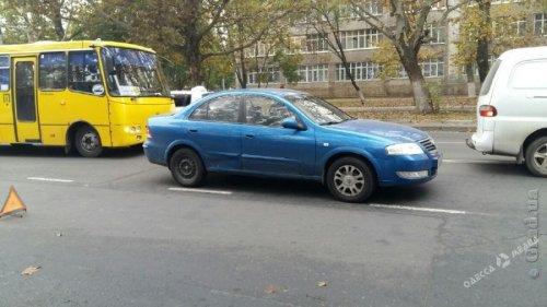 В Одессе под колеса иномарки попал школьник, ребенка забрала скорая (фото)