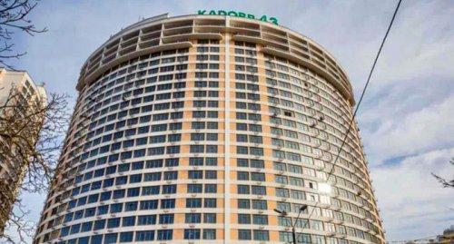 В Аркадии из 14 этажа высотки выпрыгнула женщина