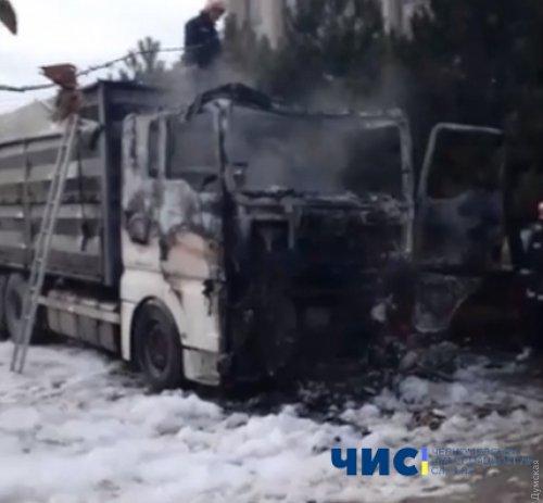 Под Одессой загорелся грузовик вместе с водителем: мужчина погиб