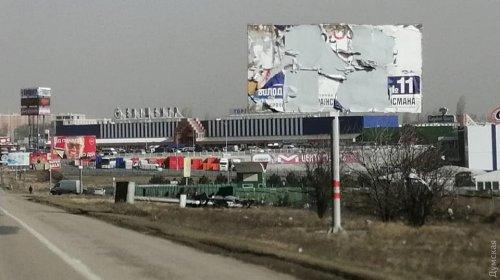У «Седьмого километра» ветер повалил больше десятка билбордов