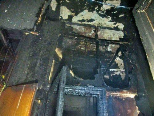 На Греческой горело старинное здание. Пострадала женщина (фото)