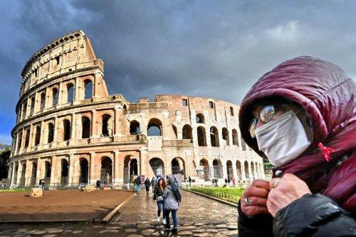 В Италии власти закрыли на карантин всю страну из-за коронавируса