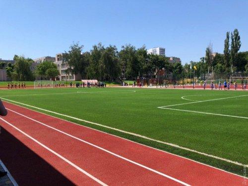 Президент Владимир Зеленский начал свой визит в Одесскую область с открытия стадиона в Южном