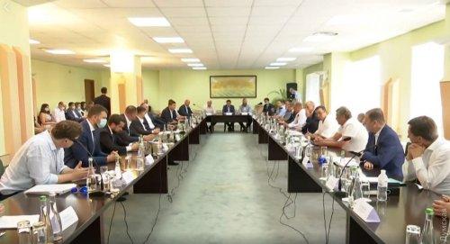 На встрече Зеленского с бизнесом все участники были без защитных масок и обсуждали яхты