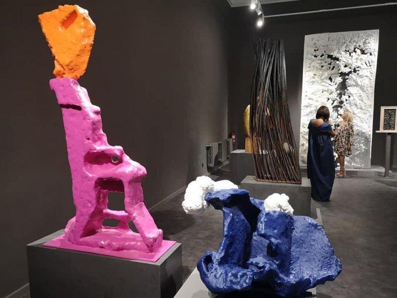 В Худмузее персональную выставку Михаила Ревы продлили до января (фото)