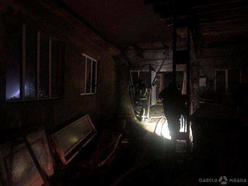 В Одесской области 22 спасателя ликвидировали возгорание склада (фото)