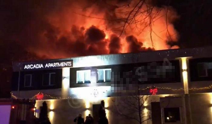 Владельцу сгоревшего отеля в Аркадии объявили подозрение