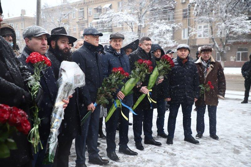 Несмотря на снегопад одесситы почтили память жертв Холокоста (фоторепортаж)