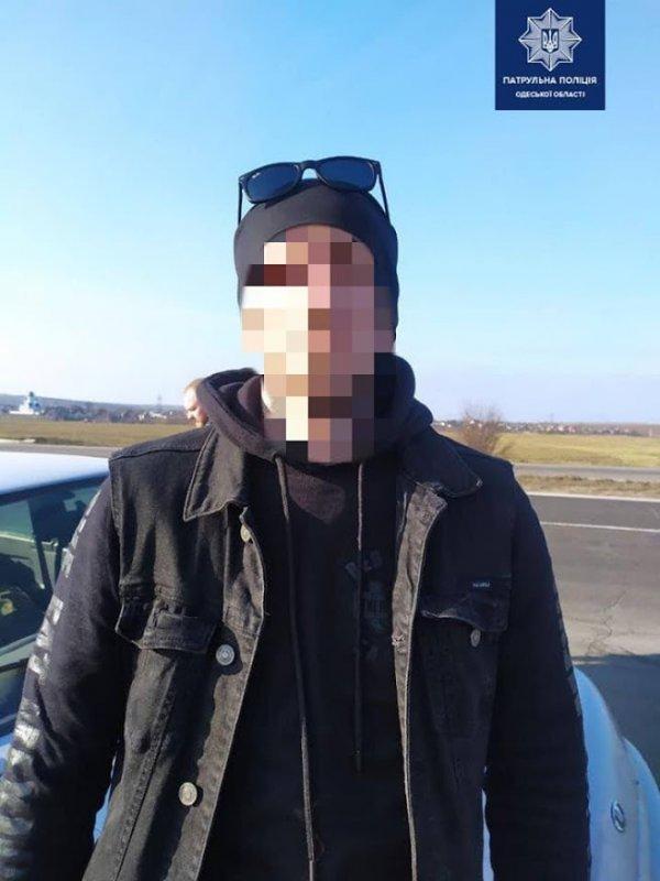 Под Одессой задержали вооруженных мужчин