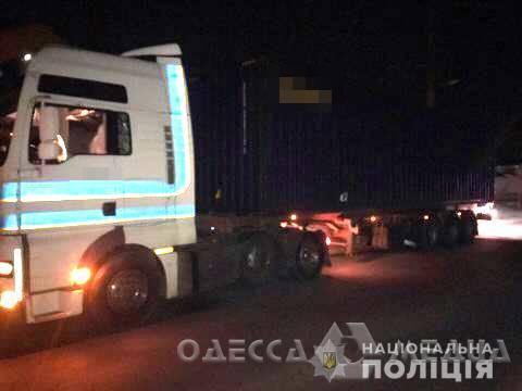 На окраине Одессы фура сбила человека