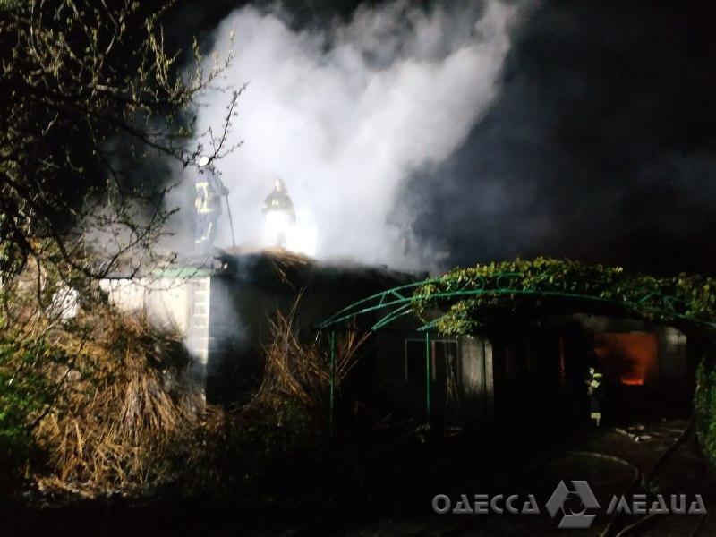 Одесские спасатели ликвидировали ночной пожар в частном доме