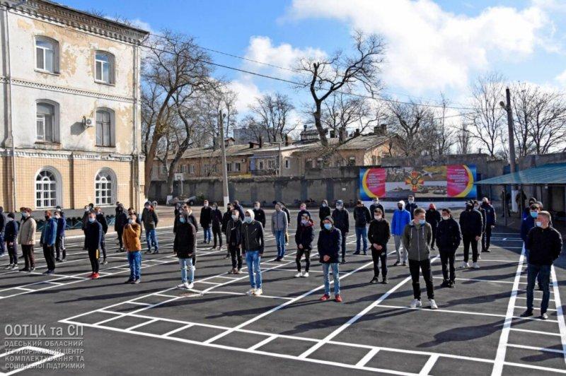 В ряды ВСУ отправились служить первые 100 «срочников» из Одесской области (фоторепортаж)
