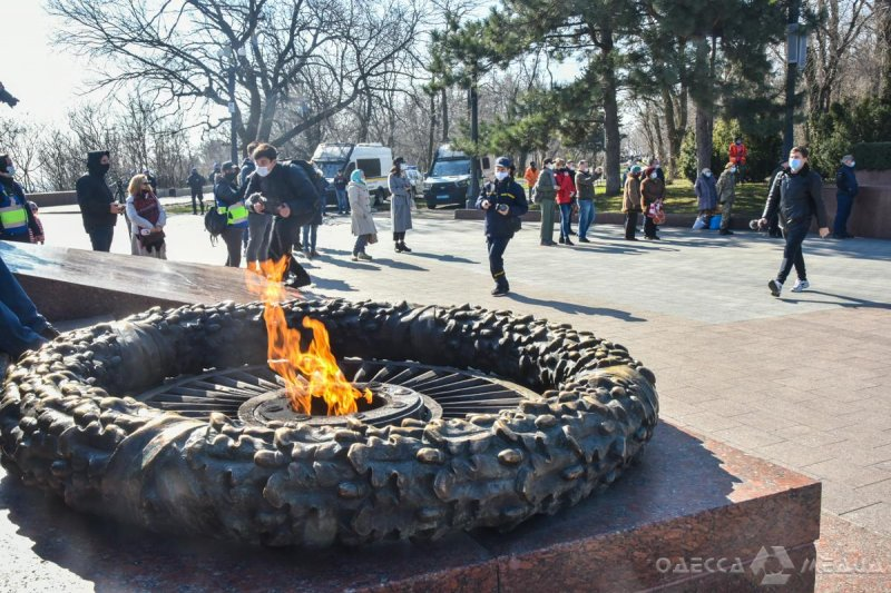 Глава Одесской ОГА и мэр Одессы почтили память защитников и освободителей города (фоторепортаж)