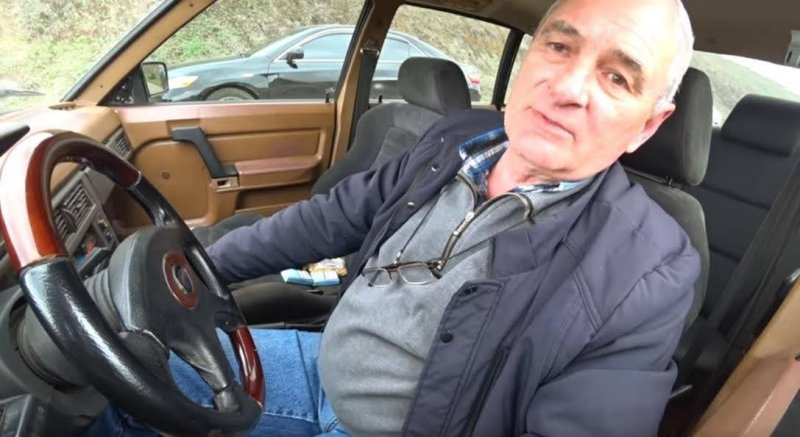 "Одесский дедушка на ""Москвиче"" обогнал Audi S4 и BMW X5M в драг-рейсинге"
