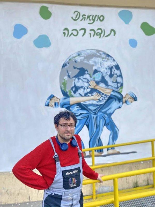 """""""Атланты, спасающие мир"""" – в Одессе появился мурал в честь медиков"""