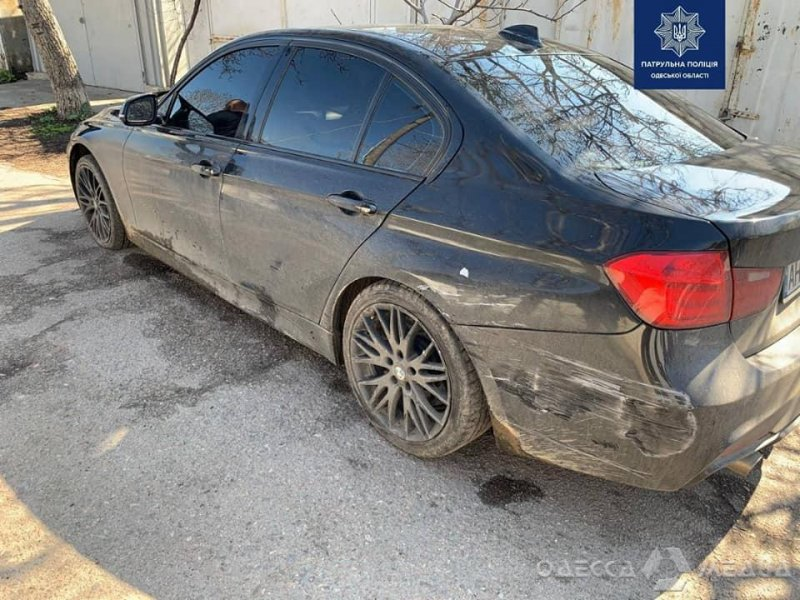 В Одессе пьяный водитель BMW протаранил автомобиль патрульных (фото, видео)