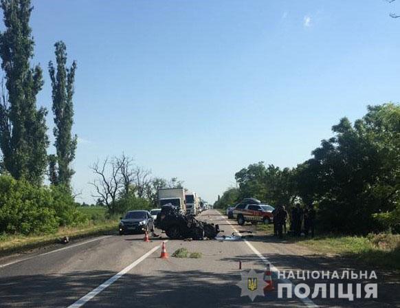 На трассе Одесса – Мелитополь – Новоазовск произошло смертельное ДТПс участиемчетырех автомобилей (фото, видео)