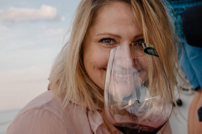 Яхта, закат и красное вино – в Одессе устраивают морские дегустации