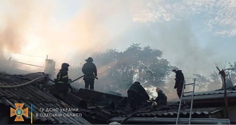 На Балковской произошел пожар в нежилом здании: спасатели оперативно ликвидировали возгорание (фото)