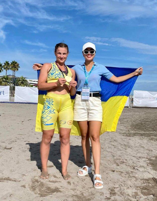Сборная Украины по пляжной борьбе завоевала шесть медалей и кубок на Мировой серии во Франции
