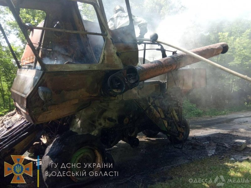 Служба спасения: в Одесской области на ходу загорелся «степной корабль» (фото)