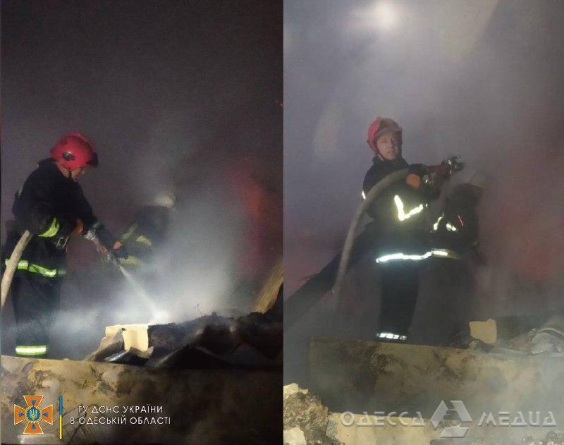 В Одесской области спасатели почти 3 часа тушили пожар в продуктовом магазине