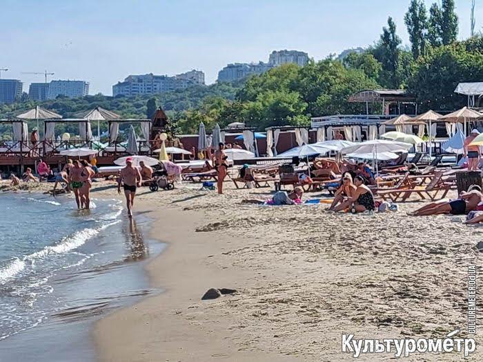 В Одессе на пляжах снова загорают: начался бархатный сезон (фото)