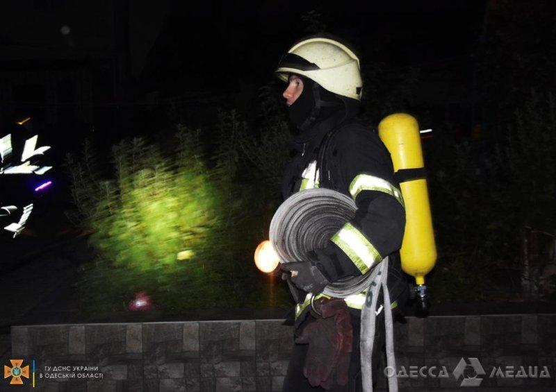 ГСЧС в Одессе: 20 спасателей ликвидировали возгорание на чердаке (фото)