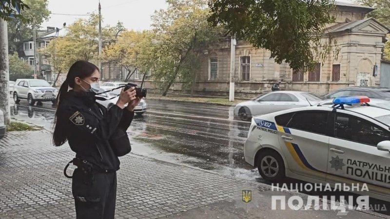 В центре Одессы выходец из Азии бросился с ножом на возлюбленную и её коллегу (фото, видео)